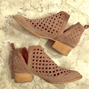 Jeffrey Campbell Taggart Booties Size 7